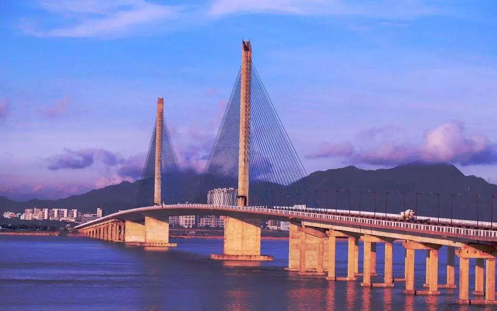 那个建了港珠澳大桥的大叔,每天都坚持晨跑10公里图片