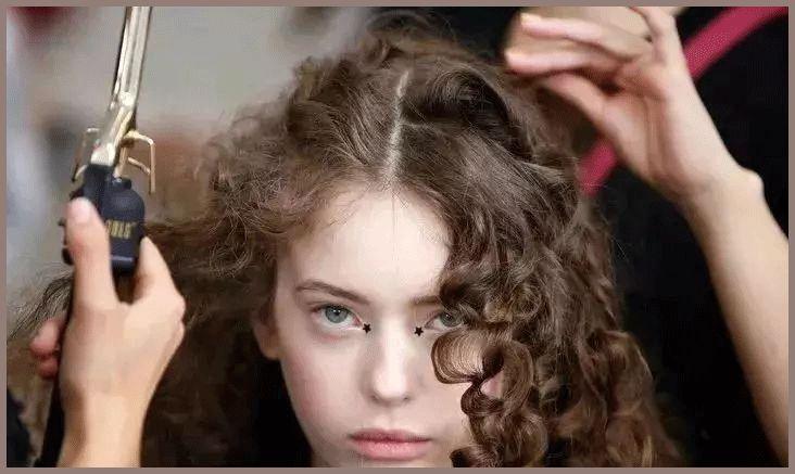 席卷娱乐圈的羊毛卷发型,泫雅,雪莉,欧阳娜娜……谁烫图片