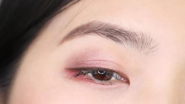 化妆丨冬日眼妆全教程,这样画单眼皮也能变欧式大双!图片