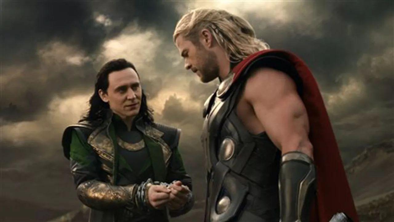在那部电影中,洛基就故意投靠反派,使用了一道苦肉计.