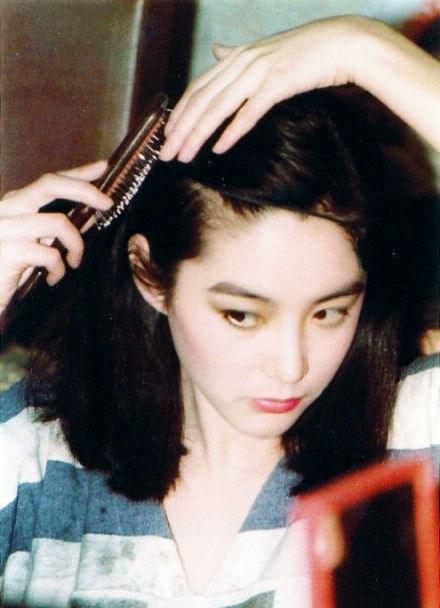 香港美女的十二大美女霞玉芳红贤敏瑛琳欣敏茵贞回望那个各领电影剑风骚坐图片