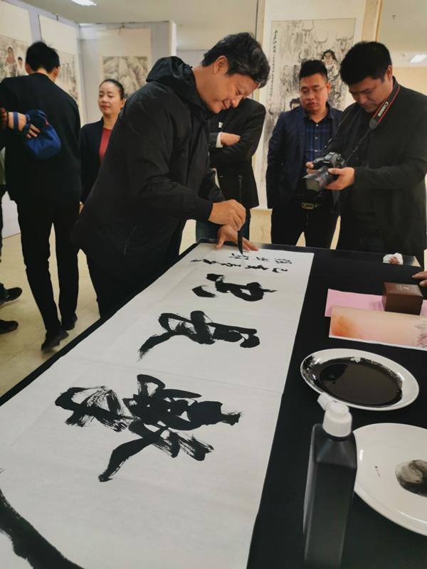 """""""艺润九州""""摄影·书画艺术展公益活动在新乡市第二人民医院开幕图片"""