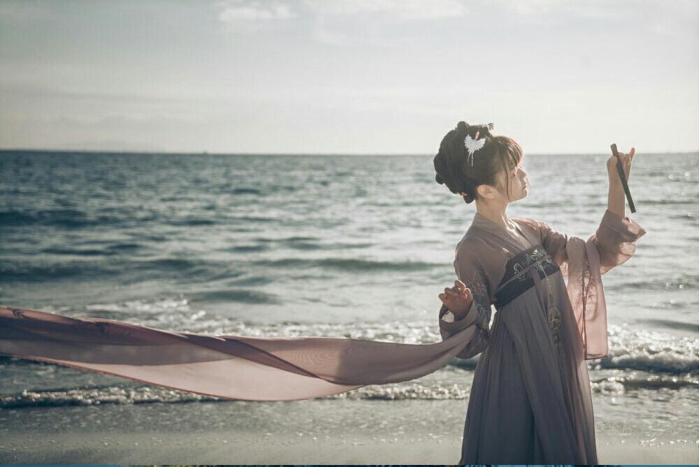 双笙小姐姐的汉服海边美景
