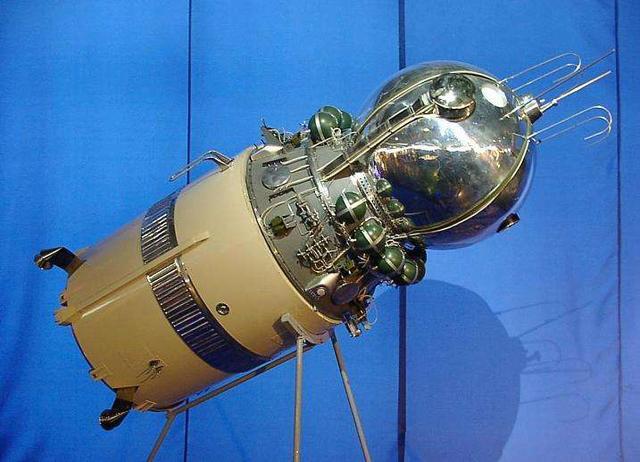 实现了无人月球探测器在月球表面的登陆和漫游.