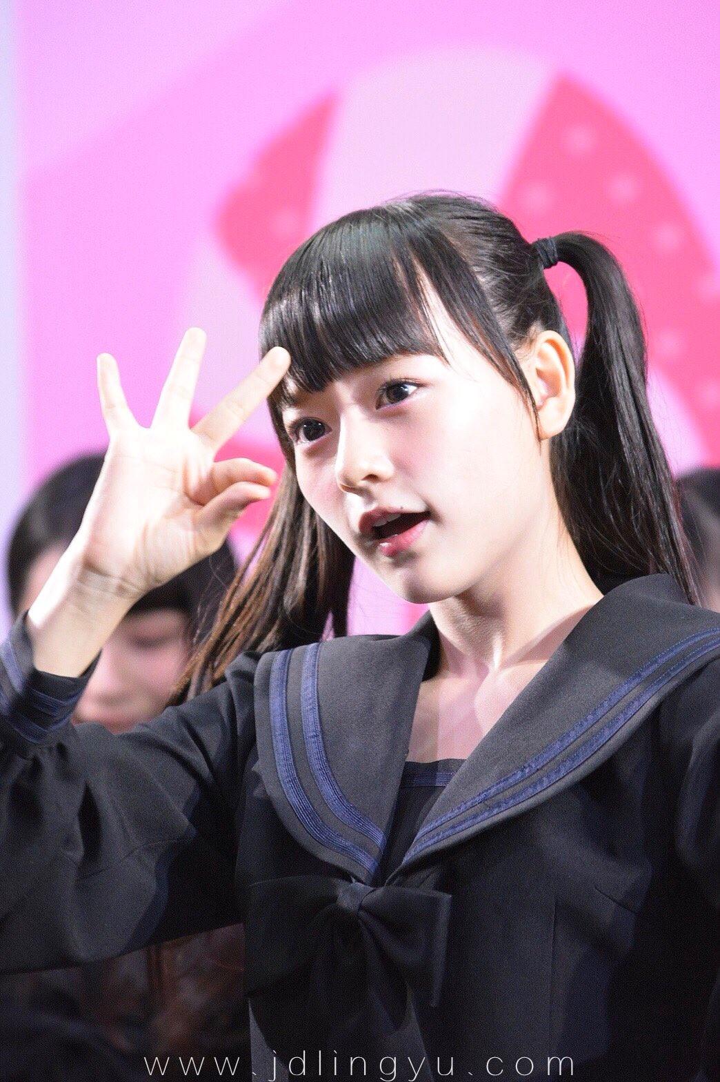 日本十四岁妹子齐藤渚,获新千年一遇美男生称初吻的对少女还在女生图片