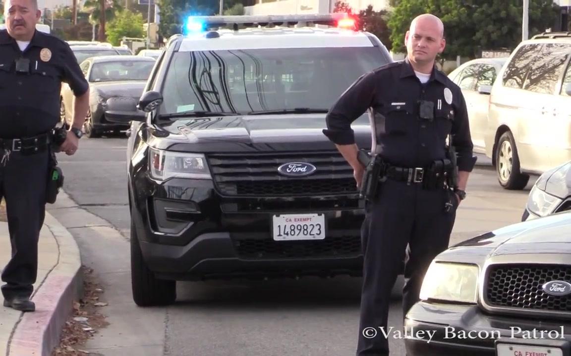 美国洛杉矶警察局_LAPD洛杉矶警察局逮捕一名持刀415(骚扰他人)的嫌犯_哔哩哔哩 ...