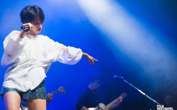 【满岛光】 在2017FUJI ROCK上演唱《迷宫》的片段_哔哩哔哩 (゜-゜ ...