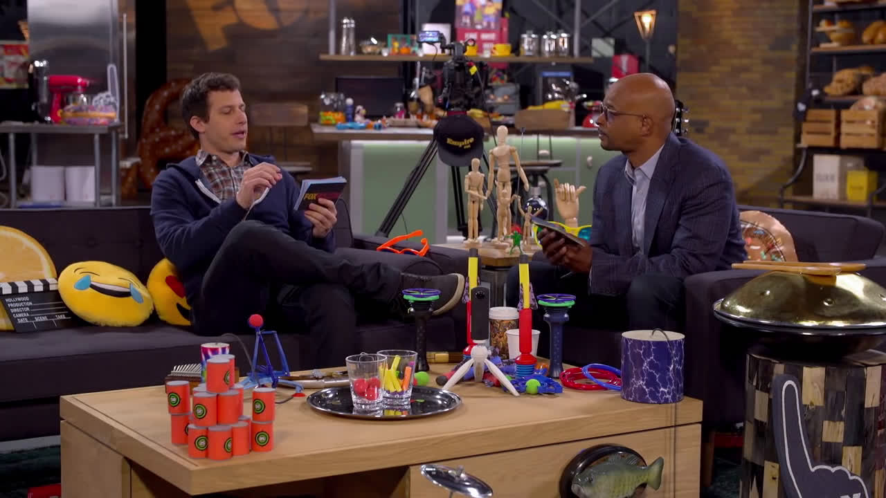 Andy Samberg Shares His SNL Story With Damon Wayans In The Fox Lounge