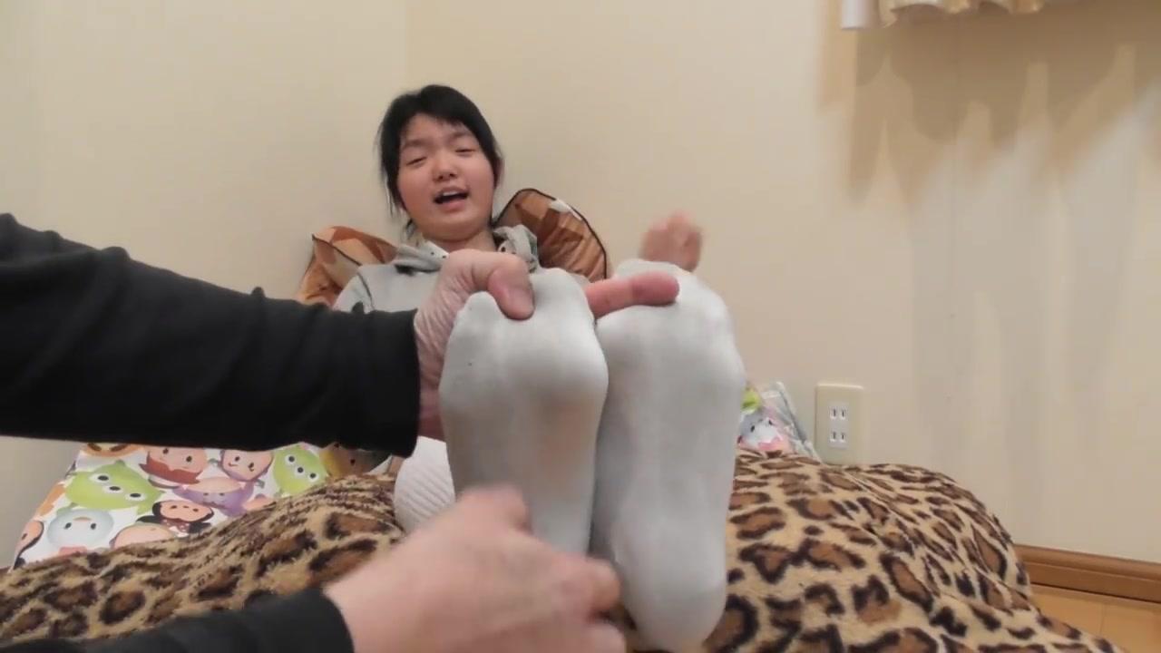 挠白袜女孩脚心文章_挠白袜帅哥脚心文章-