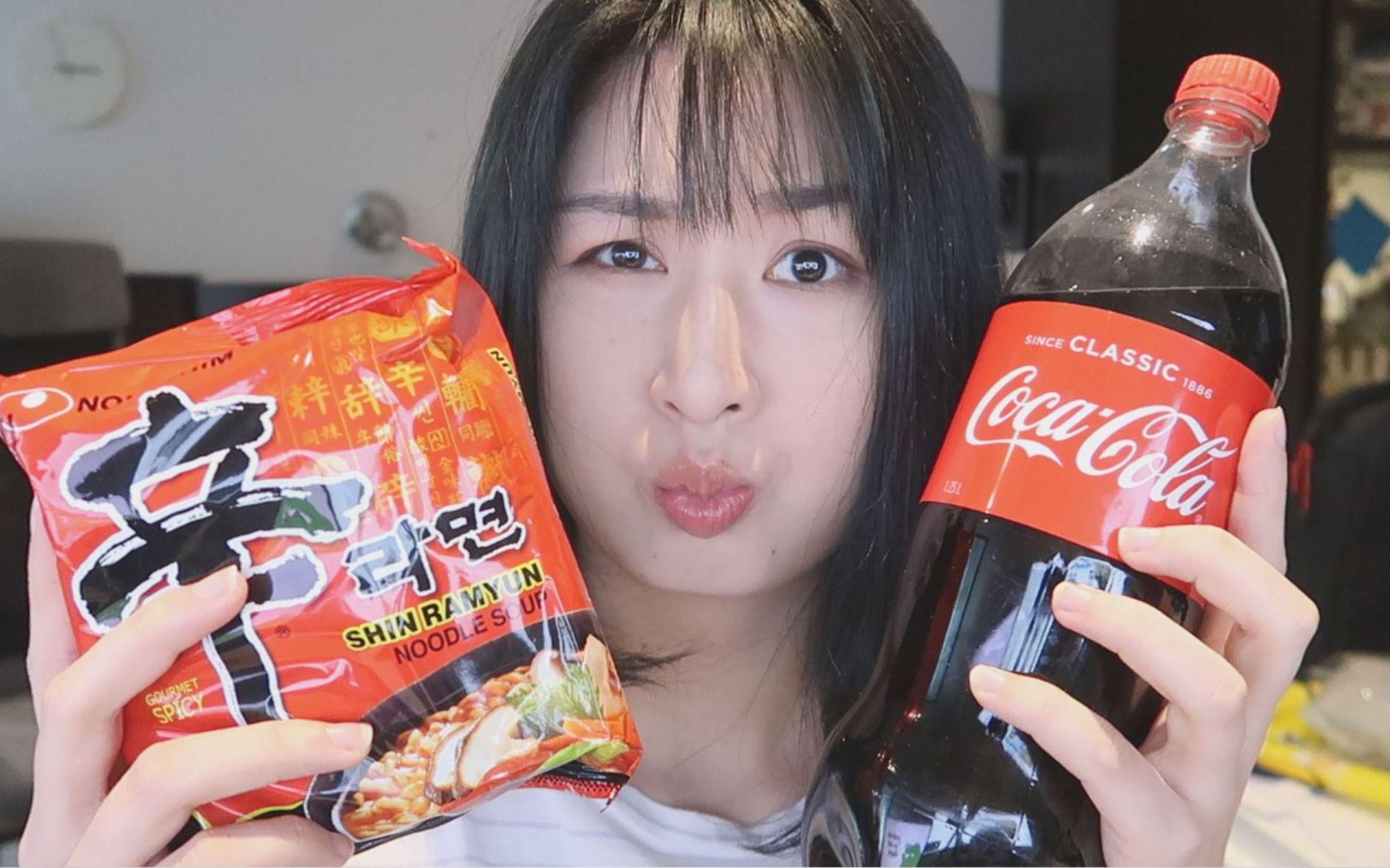 妆发相机_【Nya酱】网上据说很好吃的可乐牛奶泡面到底啥味儿?_哔哩哔哩 ...