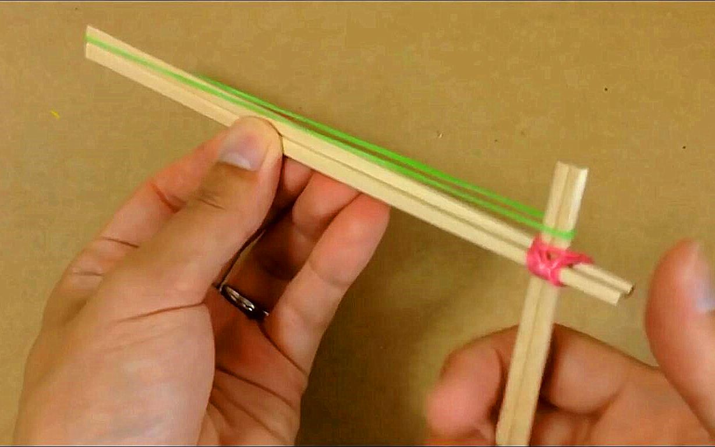 教你用一次性筷子自制橡皮筋发射器,简单又好玩!