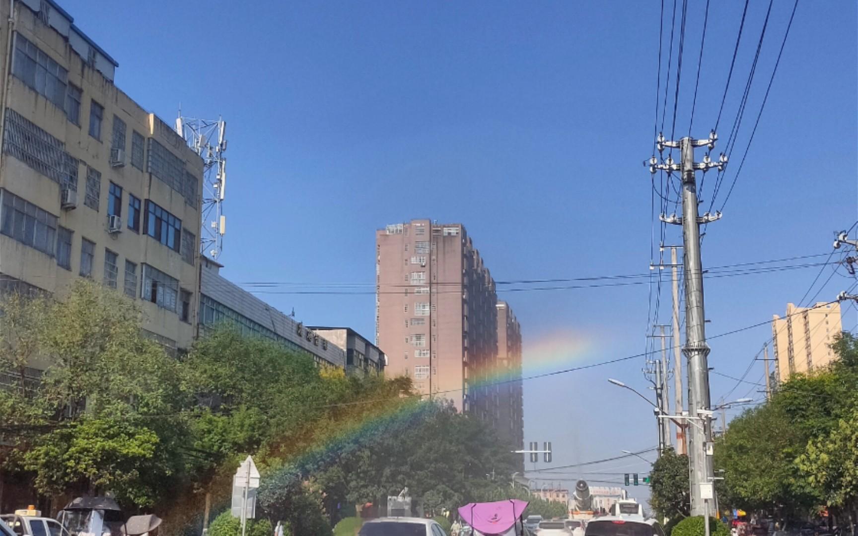 8.31早上出门跟在彩虹