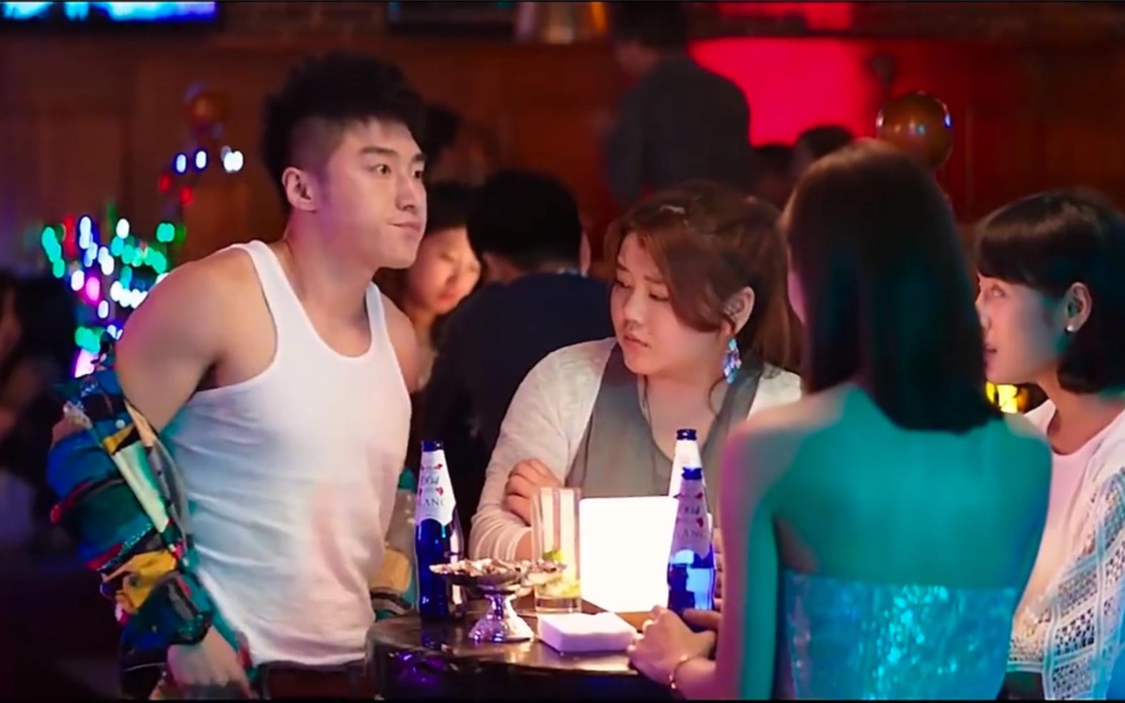 酒吧找陌生姑娘要微信,我只佩服你!!!幸福