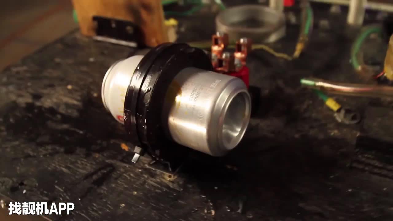 人死了之后会怎么样_磁铁通电之后,瞬间把易拉罐撕成两半,人进去了会怎么样
