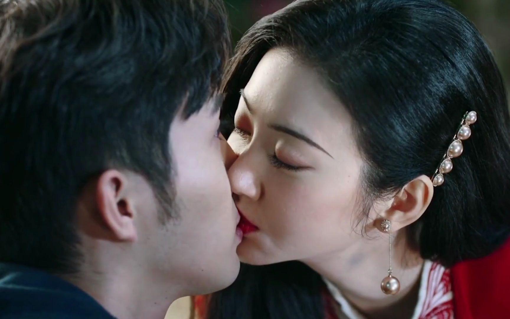 确定关系的情侣都吻得这么狂野迫切吗?实在是太好嗑了!
