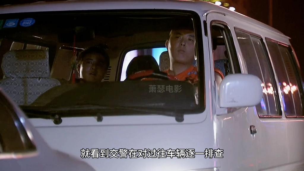 女孩被陌生人强行拽上车,靠一个眼神机智自救。感人电影
