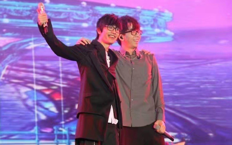 """许嵩演唱会2013_2013年""""许嵩和他的朋友""""演唱会武汉站光谷体育场之《宿敌 ..."""