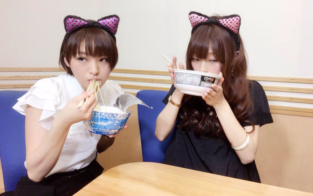 [熟肉][理香研字幕制作]理香喵,詩織喵 直播帶著貓耳裝成幼女吃泡面圖片