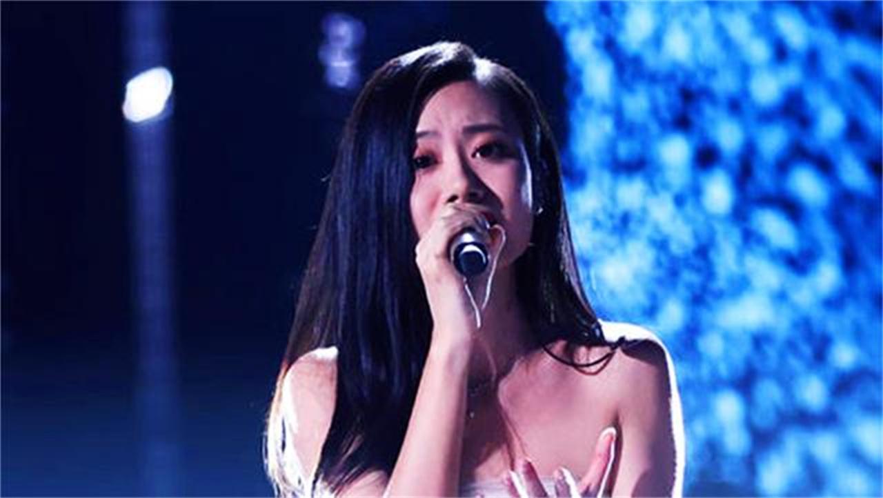 《中国好声音》伍珂玥最终夺冠,深情演绎周慧敏的《最爱》