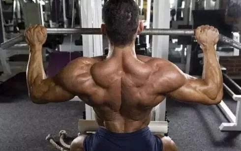 怎么用拉力器练出完美的背阔肌