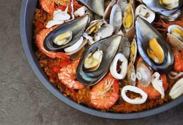 香到邻居要报警的自制「 西班牙海鲜饭 」!.已