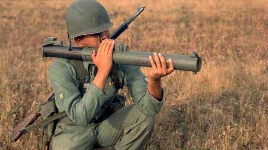 筒子专栏:M72火箭筒历史介绍弹药现状衍生版M72A2/A3相关数据