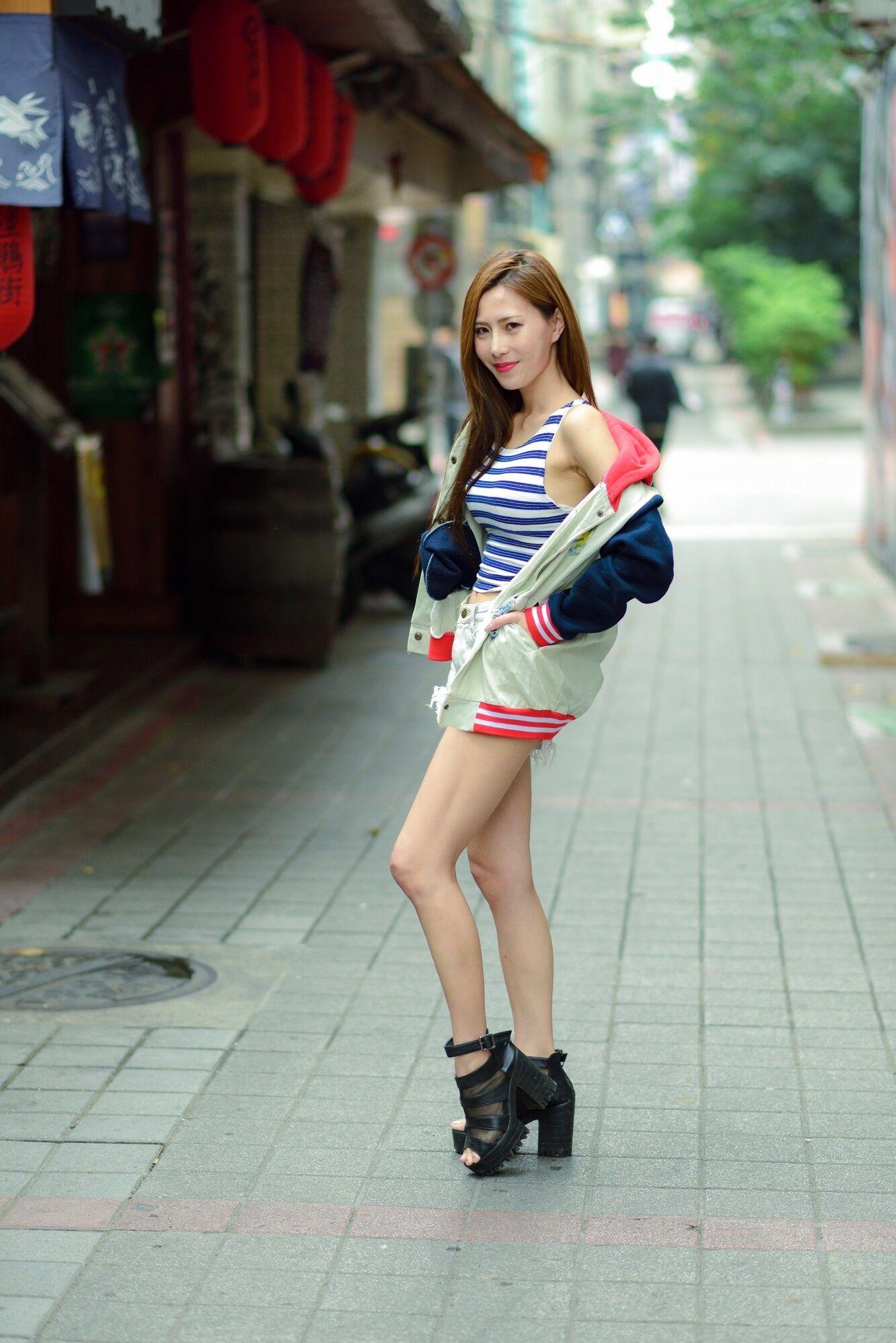 中国1700名正妹_女神专题65:[台湾正妹] 黄艾比Abbie - 长腿热裤街拍 - 哔哩哔哩